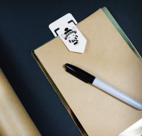 Azeeda 91mm 'Winter Chihuahua' Large Plastic Paper Clip (CC00002577) 2